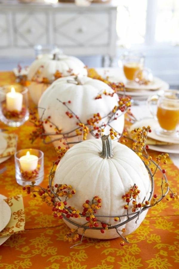 Dekoration-für-den-Herbst-selber-basteln-weiße-Kürbisse