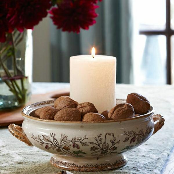 Dekorationsideen-Herbst-Kerzen-Wallnüsse