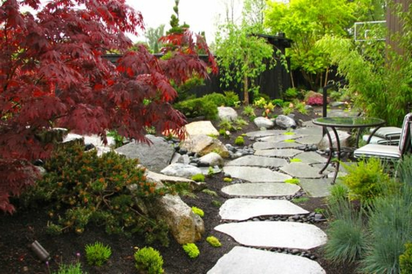 Design-Idee-Gärten-in-Japanischem-Stil-mit-Gehweg-Steine