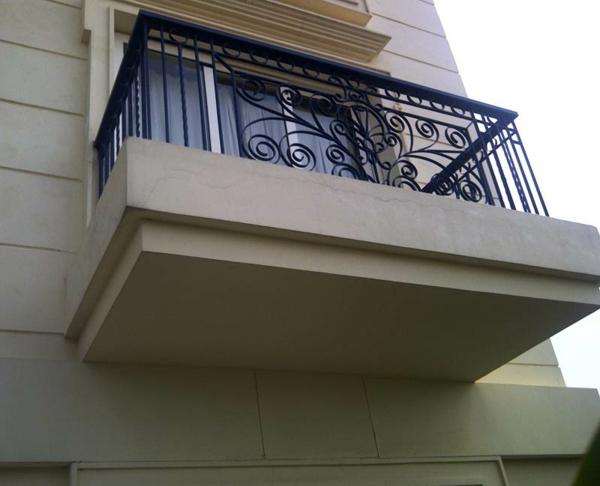 Eisen-Geländer-für-Ihren-Balkon