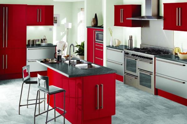 Effektvolle-Küchengestaltung--Rot