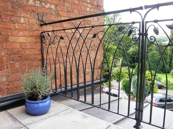 Eisen-Geländer-für-einen-Balkon-Exterior-Design