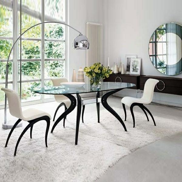Esszimmer-mit-Retro-Möbel-Massivholz-Esstisch-Teppich-