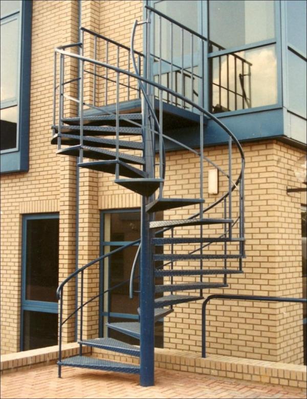 Exterior-Design-Außentreppen-Spindeltreppe-aus-Metall