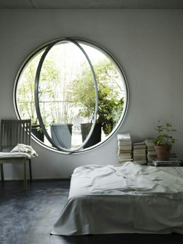 Fenster-in-runder-Form-im-Schlafzimmer