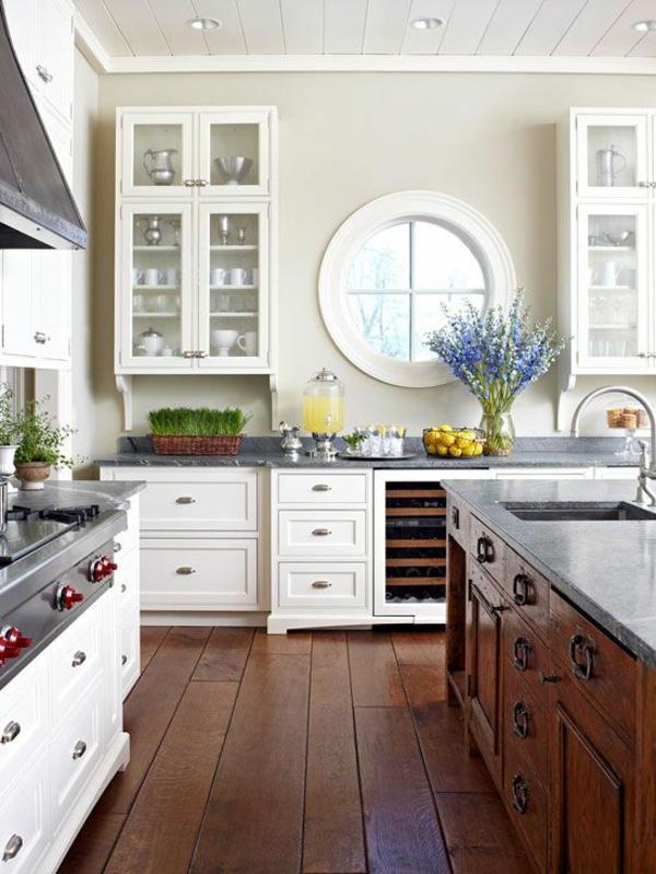 Fenster-in-runder-Form-in-der-Küche