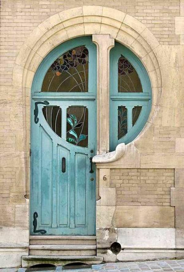Fenster-rund-von-Draußen-und-Tür