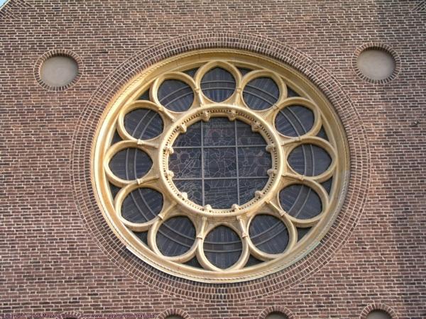 Fenster-rund-von-Draußen