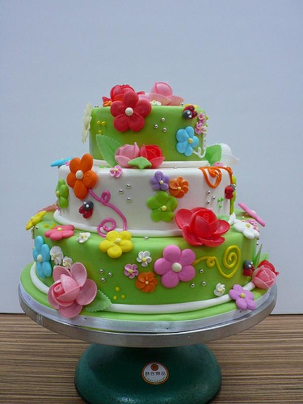 Frühlingsdeko-Idee-für-Torte-schöne-Deko
