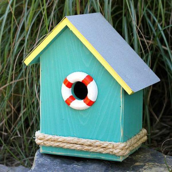 Futterhaus-für-Vogel-aus-Holz-Ferienhaus