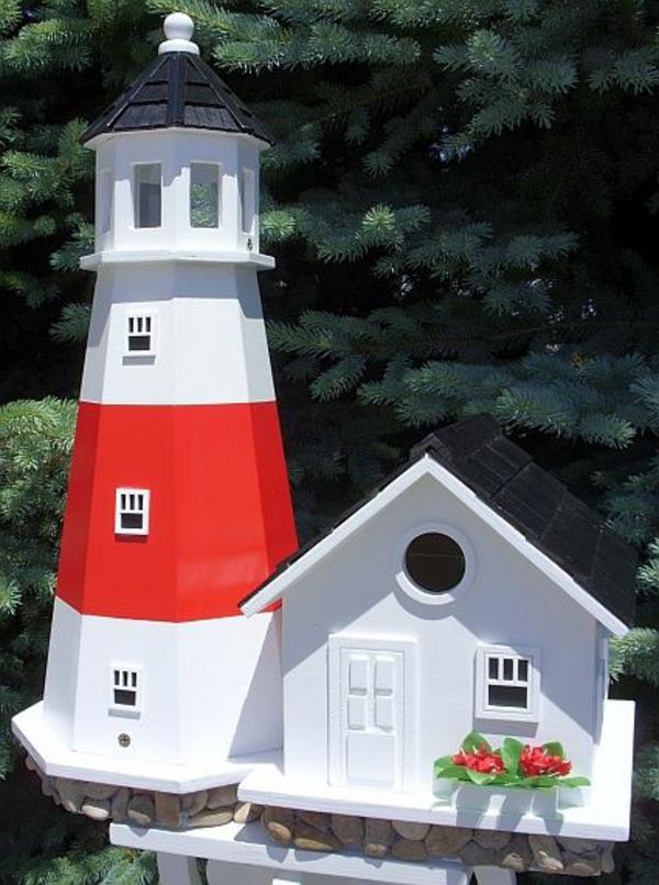 Futterhaus-für-Vogel-aus-Holz-Leuchtturm