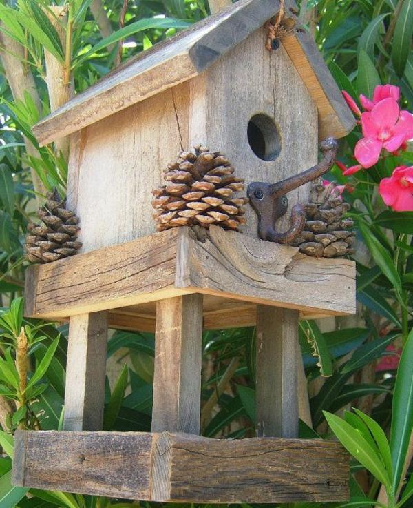-Futterhaus-für-Vogel-aus-Holz