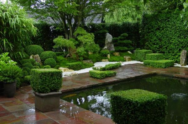 Gärten-in-Japanischem-Stil-mit-künstlichem-Teich-
