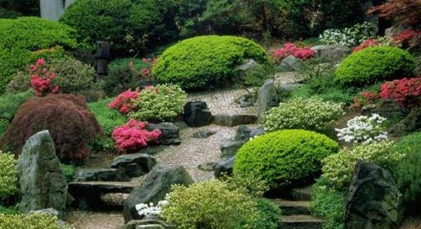 Garten-in-Japanischem-Stil-mit-Treppen