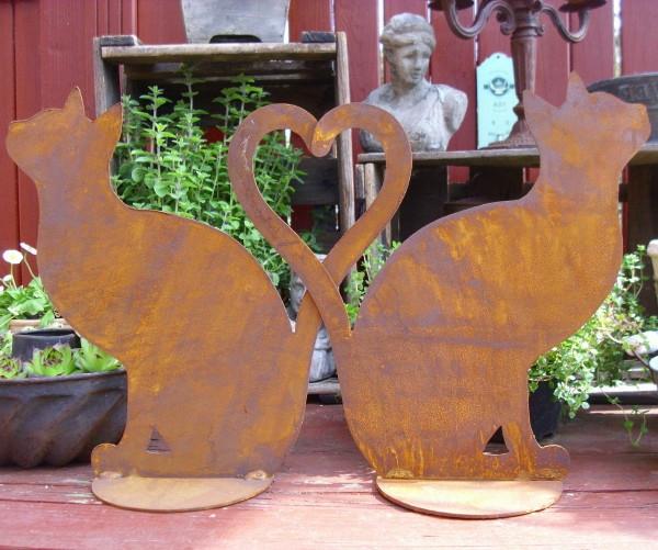 Gartendeko-Design-Ideen-zwei-Katzen-Herz