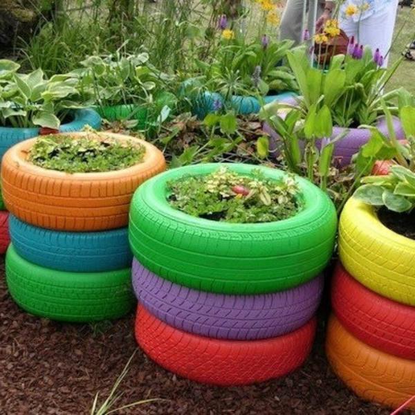 Gartendeko-selber-machen-Reifen-mit-Blumen