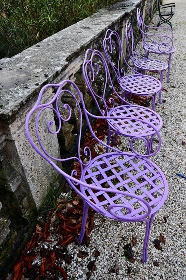 Gartenstühle-in-Lila-Idee