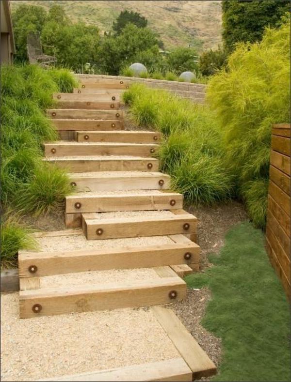 Gartentreppe-mit-Holzkonstruktion