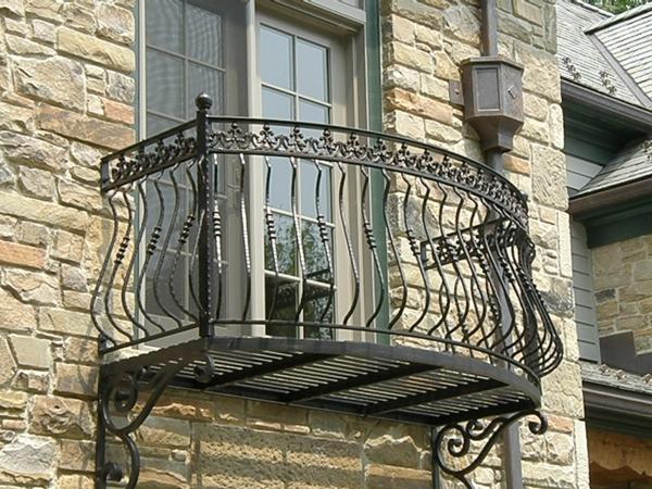 Geländer-Eisen-für-einen-Balkon