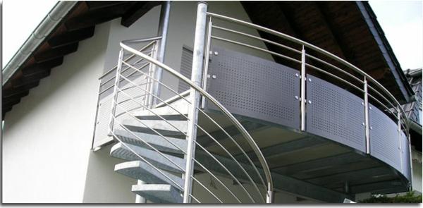 Geländer-für-einen-Balkon-Edelstahl