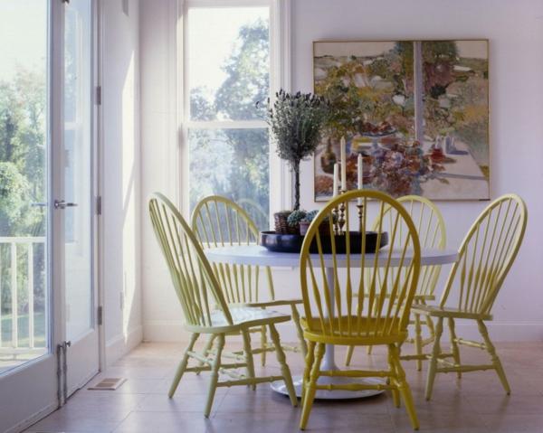 -Gelbe-Stühle-mit-schönem-Design
