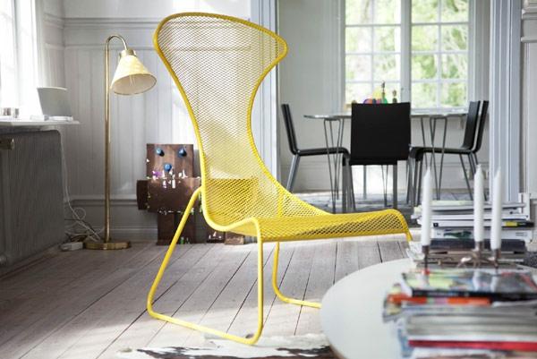 Gelber-Stuhl-mit-schönem-Design-im-Zimmer