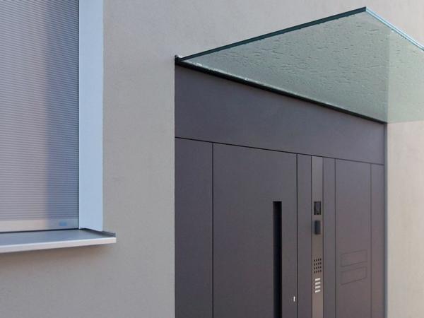 tolles-Glas-Vordach am Architekturbüro