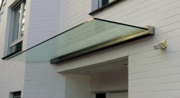 Glas-Vordach-aus-der-Serie-Dura