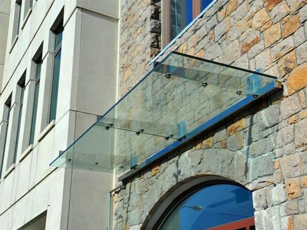 Glasvordach-an-dem-Eingang-Design