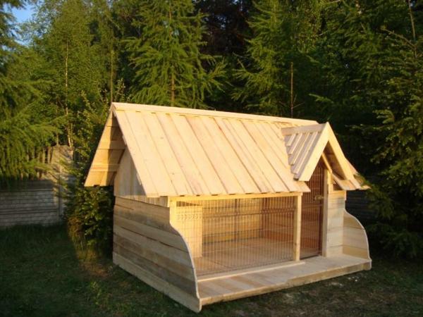 Hütte-für-Hunde-aus-Holz-Idee