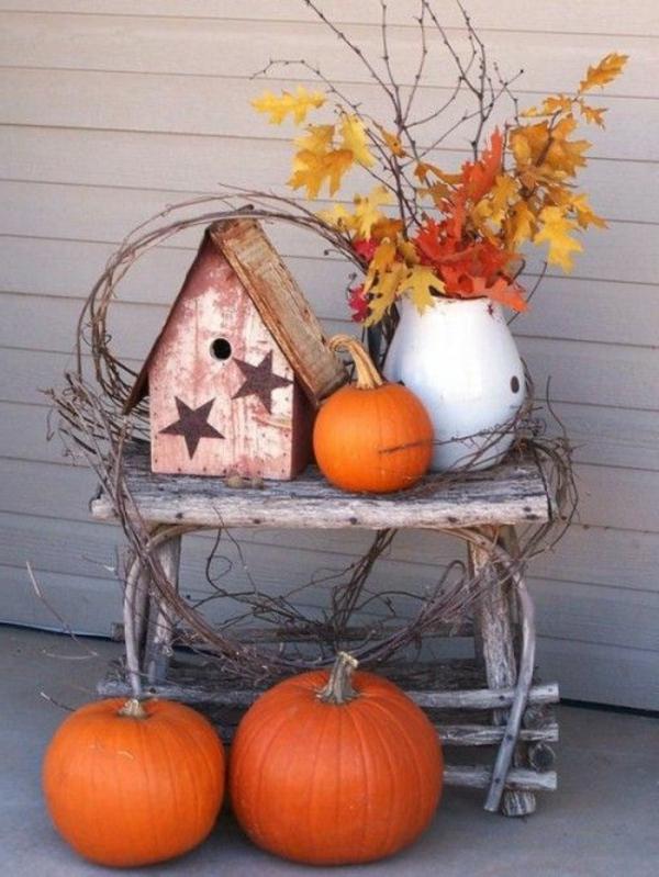 Herbstliche-Dekoration-Kürbisse-Blätter