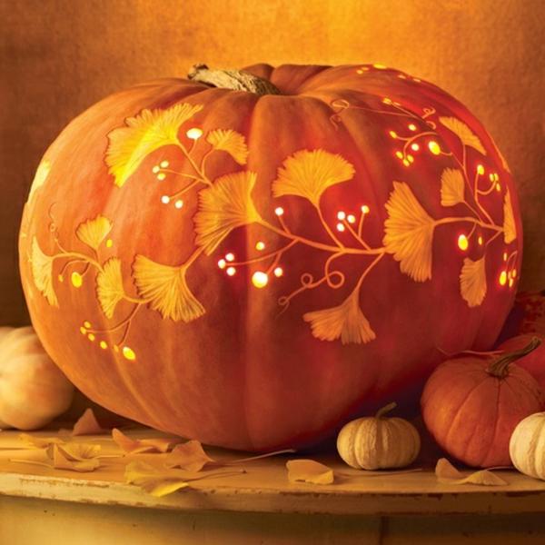 Herbstliche-Dekoration-mit-Kürbis-
