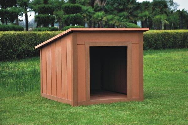 Hundehütte-im-Gras-