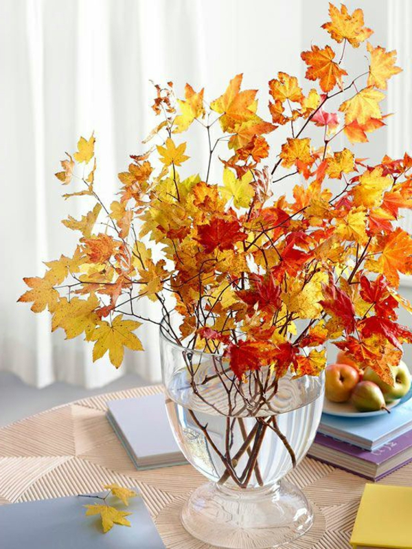 Ideen-für-Dekoration-Herbst-farbige-Blätter