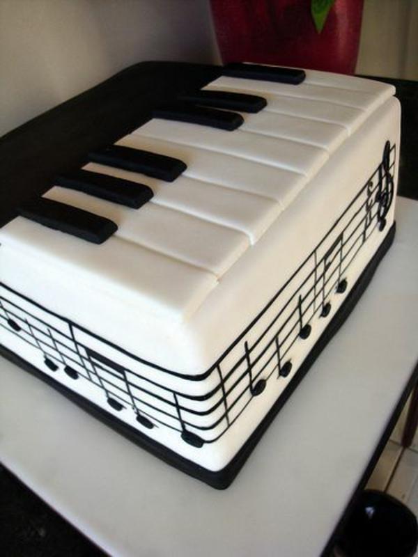 Ideen-zur-Dekoration-Piano-Torte