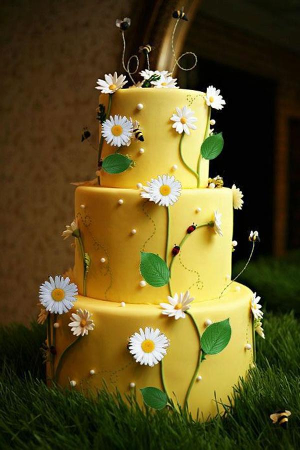 Ideen-zur-Dekoration-einer-schöner-Torte-Gänseblumen