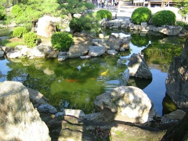 Japanische-Gärten-Teich-Steinen