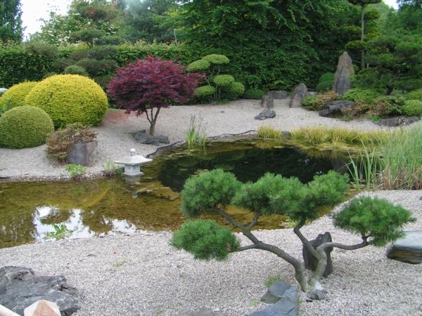 Japanische-Gärten-mit-schönem-Design-und-Teich