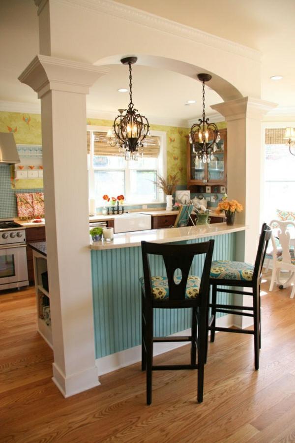 Küche-Bar-mit-zwei-Hockern-aus-Holz-Design-Idee