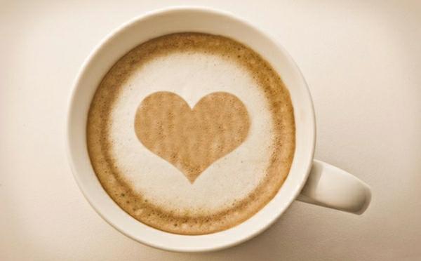 Kaffee-mit-Herzen-Tasse-Kaffee-Idee