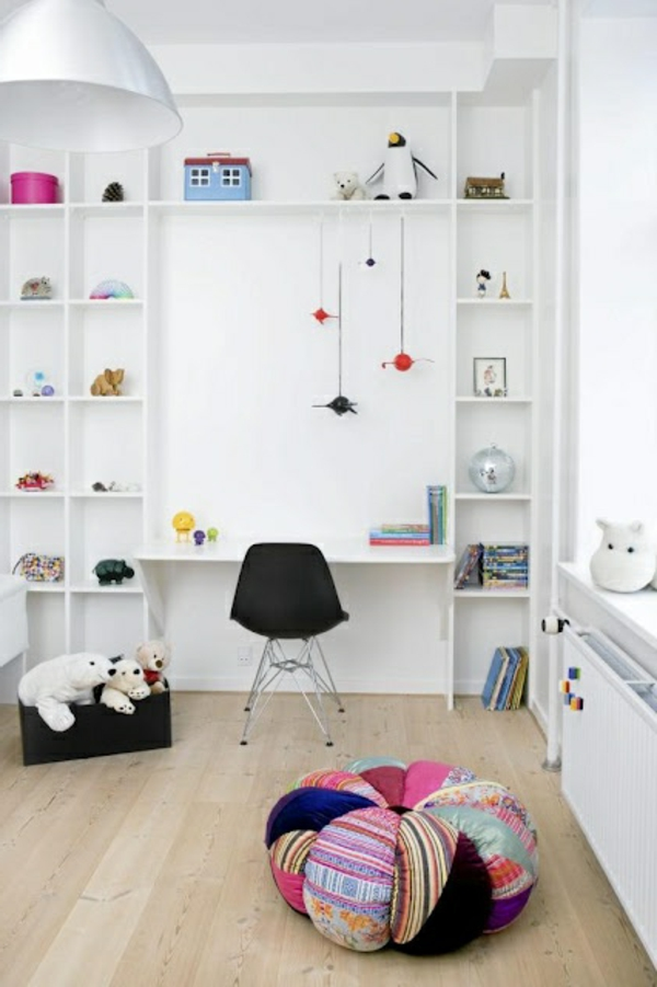 Kinderzimmer-Bücherregal-in-Weiß-Gestaltungsideen