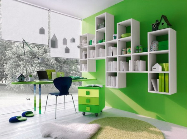 Kinderzimmer-Regal-Ideen-grüne-Wand-weißes-Regal