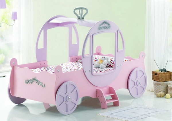 Kutsche-ungewöhnliches-Kinderbett-für-Mädchen