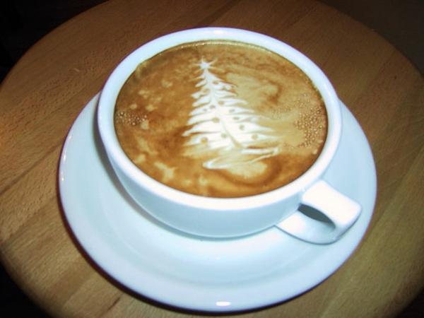 Latte-Art-DesignsTasse-Kaffee-Tannenbaum