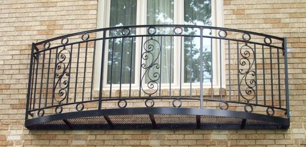 Metallgeländer-für-den-Balkon