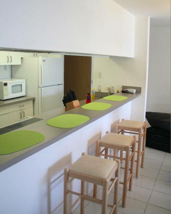 Minimalist Küchen Bar Mit Holzstühlen Interior Design