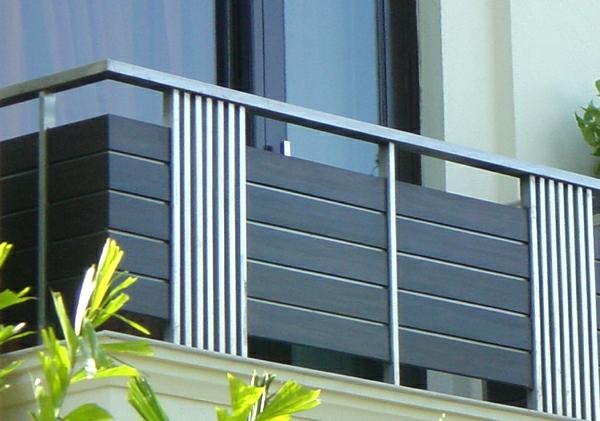 Moderne-Gebäuden-Geländer-für-einen-Balkon