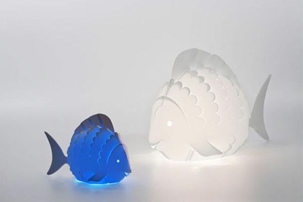 Nachtlampen-für-das-Kinderzimmer-Fische-in-blauér-und-weißer-Farbe