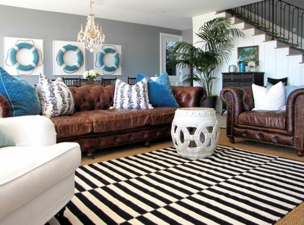 Nautische-Deko-Ideen-blau-weiß-streifen-teppich-schwarz-weiß-sitzhocker-dekorativ