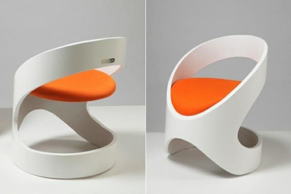 Originelle Stühle in Weiß und Orange